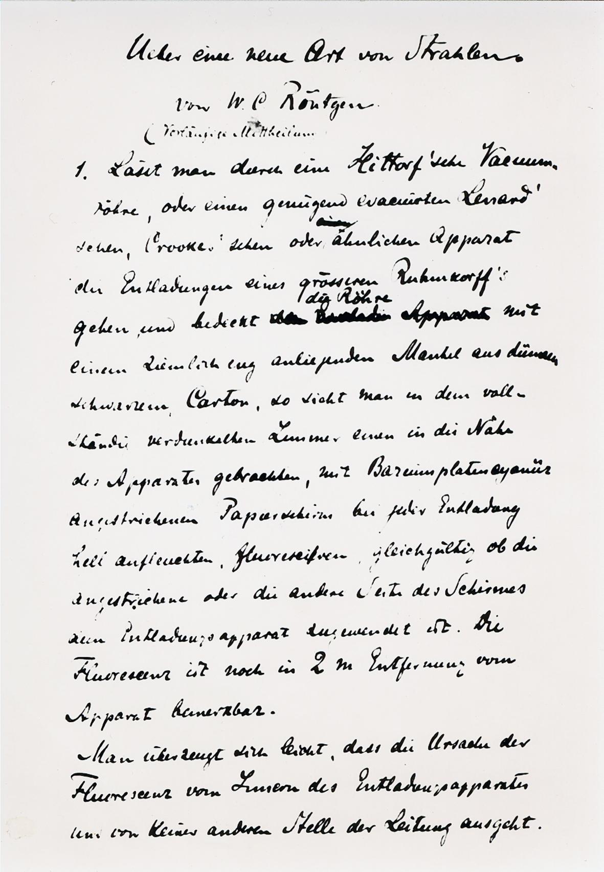 Handgeschriebener Text mit der Überschrift Eine neue Art von Strahlen von W.C. Röntgen