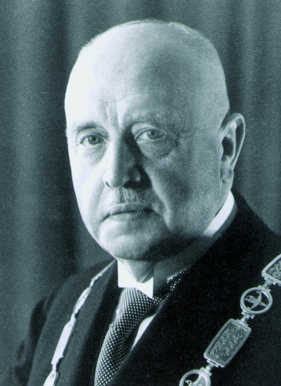 Portraitfoto von Herrn Walter Hartmann.