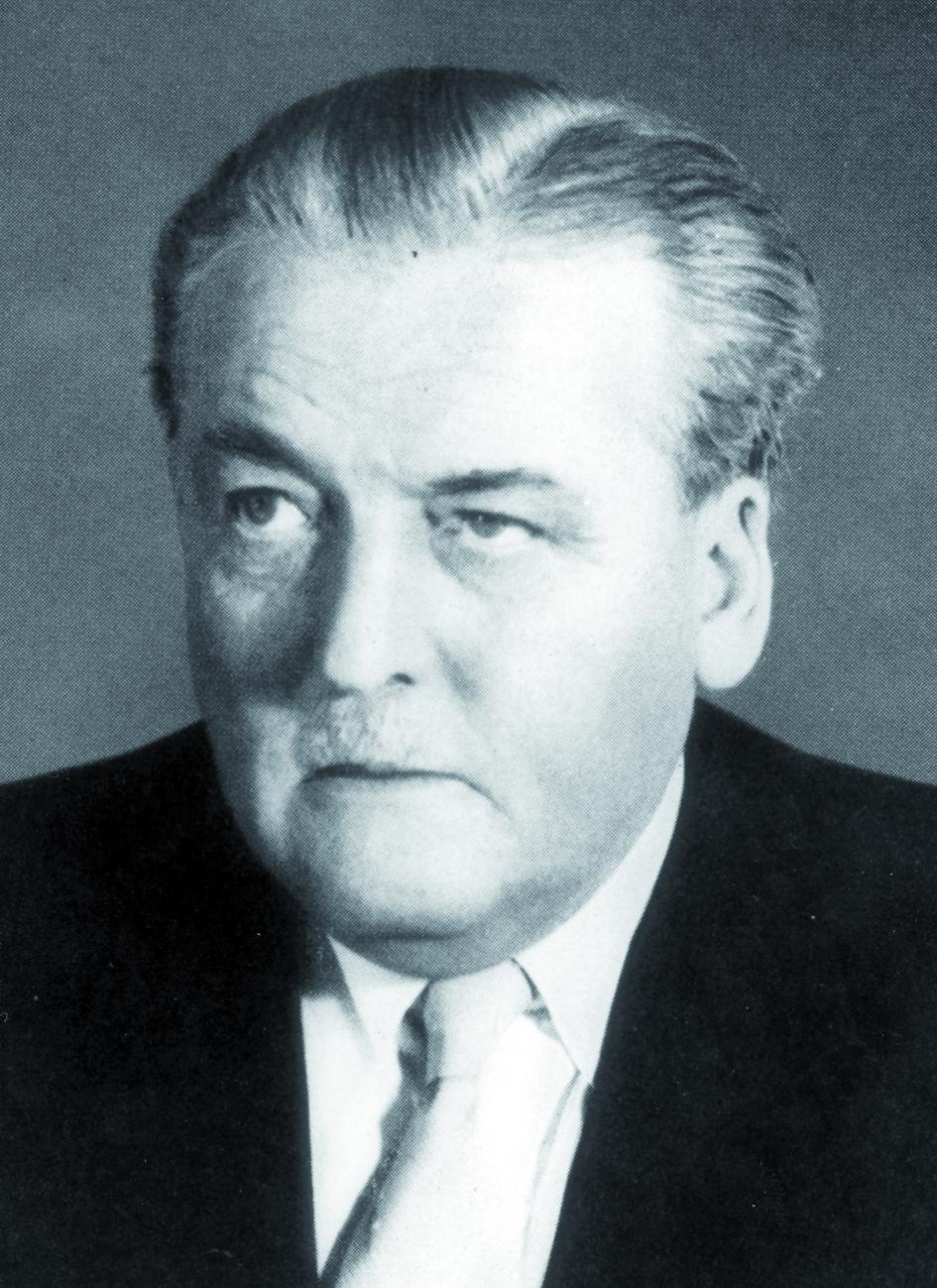 Portraitfoto von Herrn Boris Rajewski.